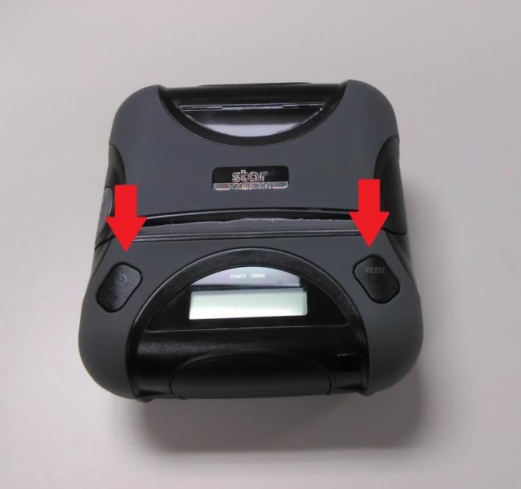 Une image contenant noir, assis, joueur, table Description générée automatiquement